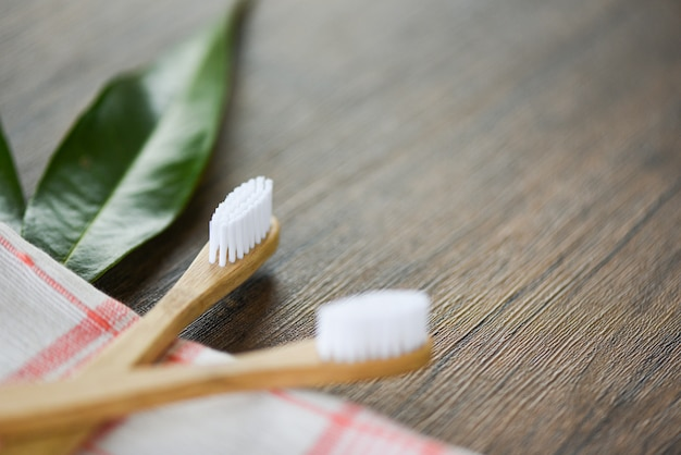 Brosse à dents en bambou Photo Premium