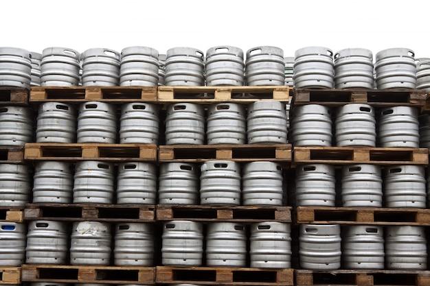 Brosses de bière sur le blanc Photo gratuit