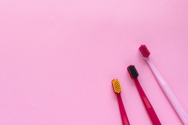 Brosses à dents à plat Photo Premium