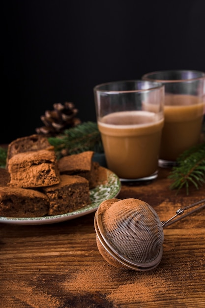 Brownies Et Passoire Vue De Face Photo gratuit