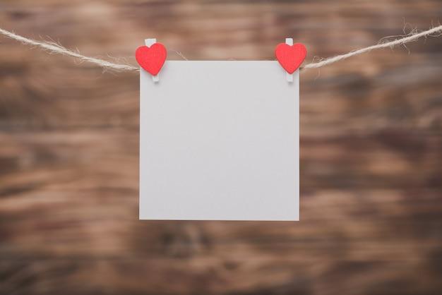 Brucelles avec un coeur Photo gratuit