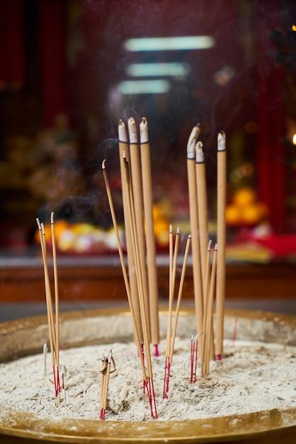 Brûler Bâtons D'encens Photo gratuit