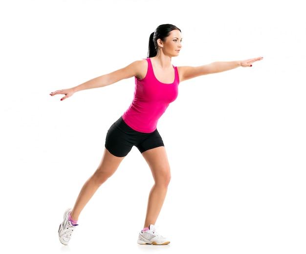 Brunette pendant un exercice de fitness Photo gratuit