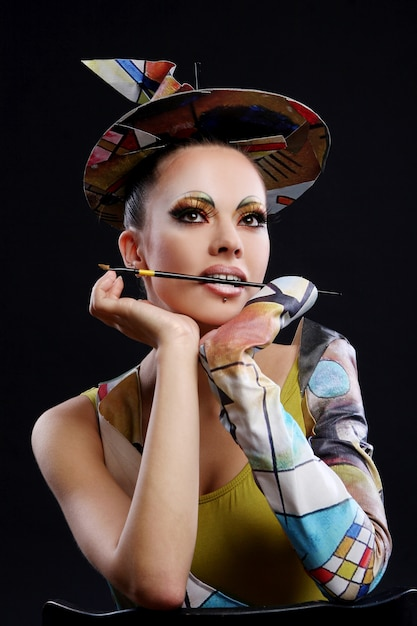 Buautiful jolie femme avec brosse Photo gratuit
