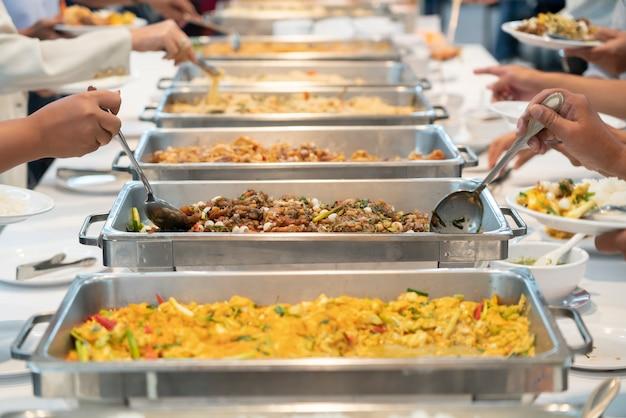 Buffet de restauration sur la table Photo Premium