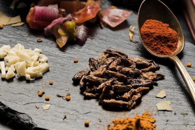 Bugs et épices asiatiques comestibles se bouchent Photo gratuit