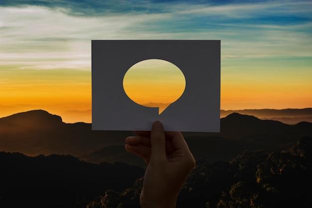 Bulle de dialogue papier perforé réseau mondial de communications Photo gratuit
