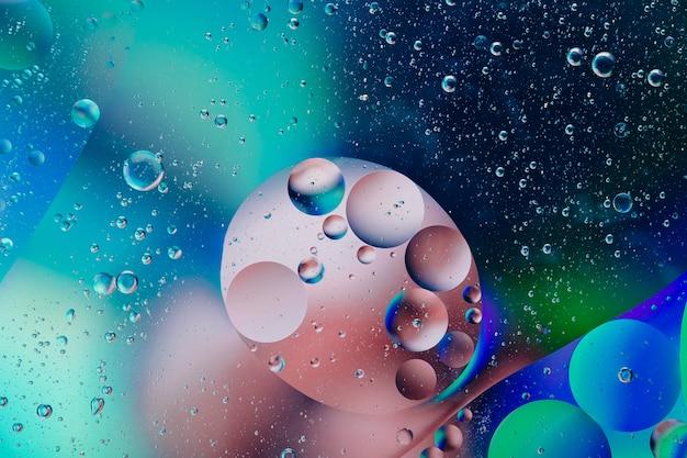 Bulle D'huile De Macro Abstrait, Flux Liquide Dans Les Couleurs Bleu, Rose, Blanc Et Aqua Photo Premium