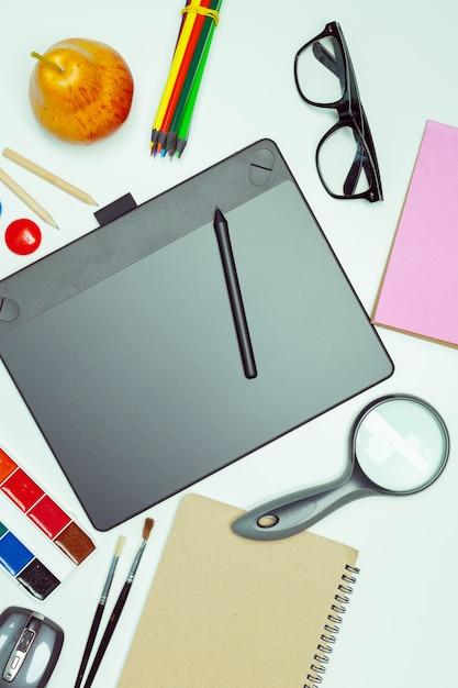 Bureau D'artiste Concept. Tablette Graphique Photo Premium