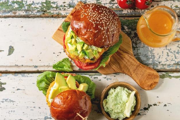 Burger végétalien à la carotte Photo Premium