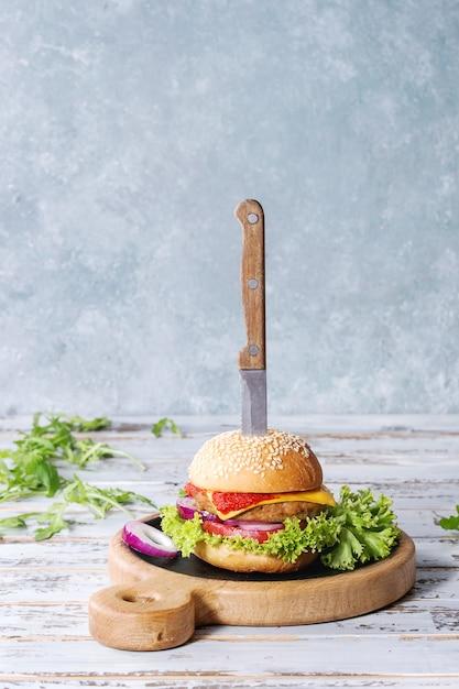 Burger de viande fait maison Photo Premium