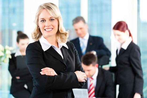 Business - réunion dans un bureau Photo Premium
