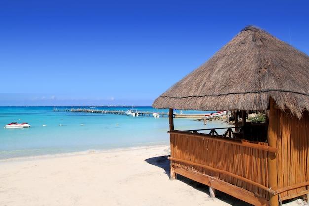Cabine mer tropicale sur les caraïbes turquoise Photo Premium
