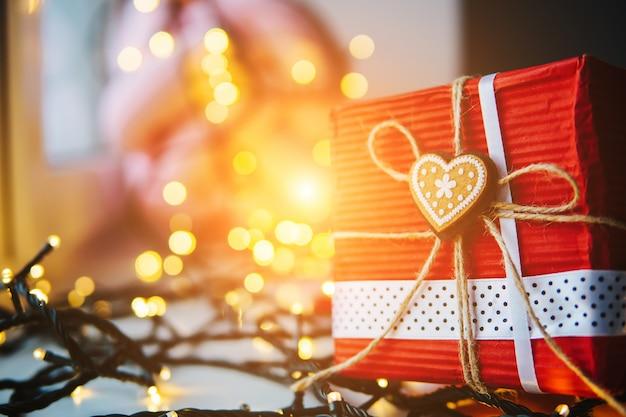 Le Cadeau Est Sur La Table Photo Premium