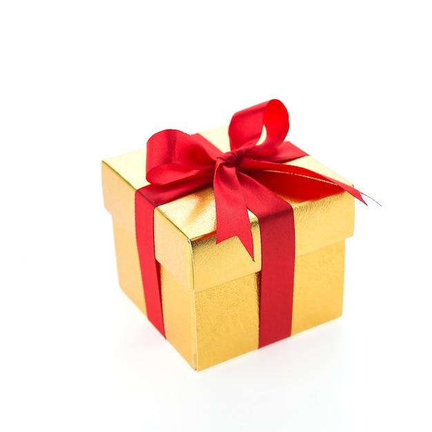 Cadeau Jaune Avec Une Cravate Rouge Photo gratuit