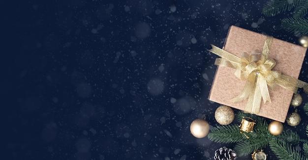 Cadeau de noël, coffret cadeau et décorations de noël Photo Premium