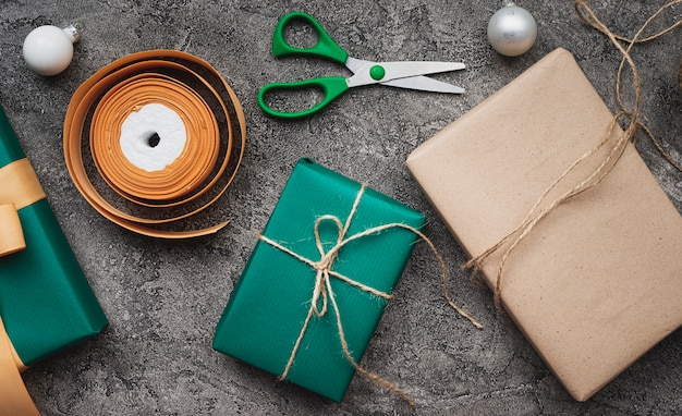 Cadeaux De Noël Sur Fond De Marbre Photo gratuit