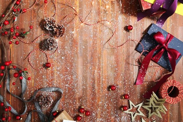 Cadeaux Et Ornements De Noël Photo gratuit