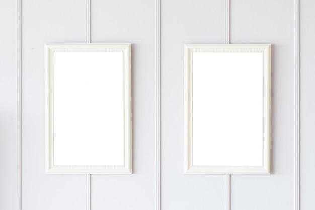 Cadre blanc sur fond de mur blanc Photo gratuit