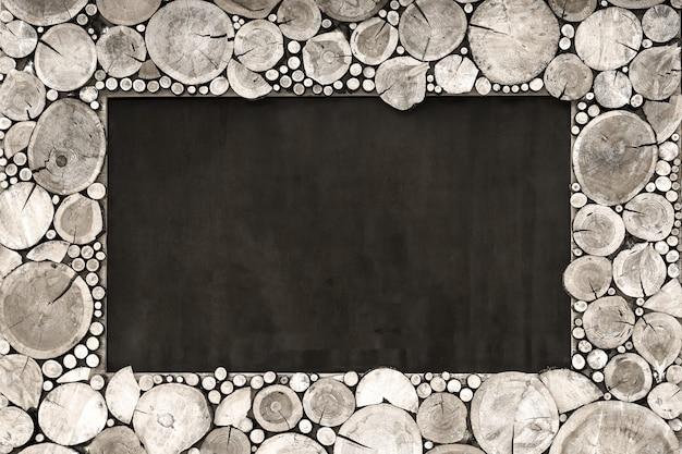 Le cadre en bois du bois scié forme grise. Photo Premium