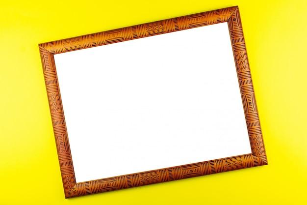 Cadre en bois fond jaune Photo Premium