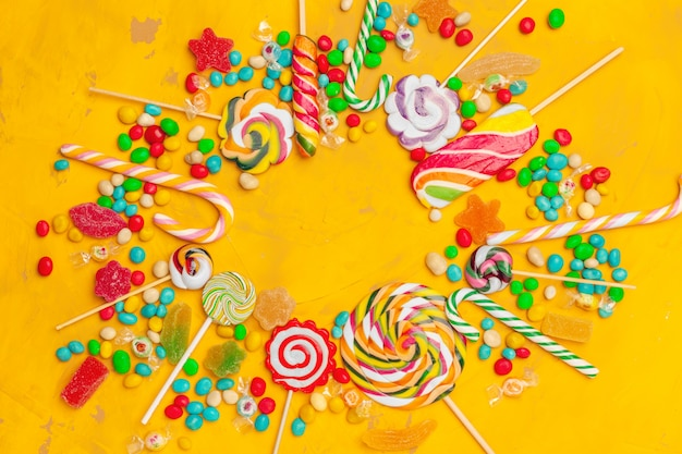 Cadre de bonbons colorés assortis Photo Premium