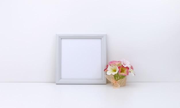 Cadre Carré Avec Fleurs Roses Photo Premium