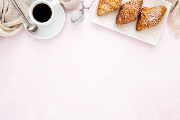 Cadre De Croissants Français Et Espace De Copie De Café Photo gratuit
