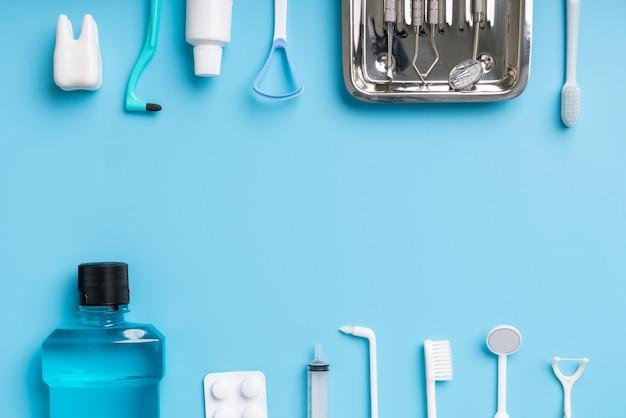 Cadre éléments Dentaires Sur Bleu Photo Premium
