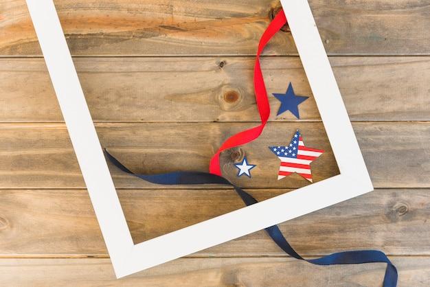 Cadre et étoiles américaines avec des rubans Photo gratuit