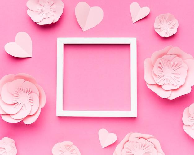 Cadre Avec Fleurs En Papier Photo gratuit