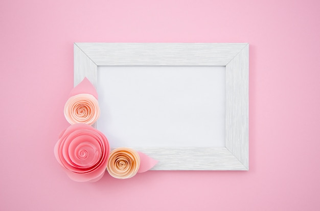 Cadre floral plat blanc Photo gratuit