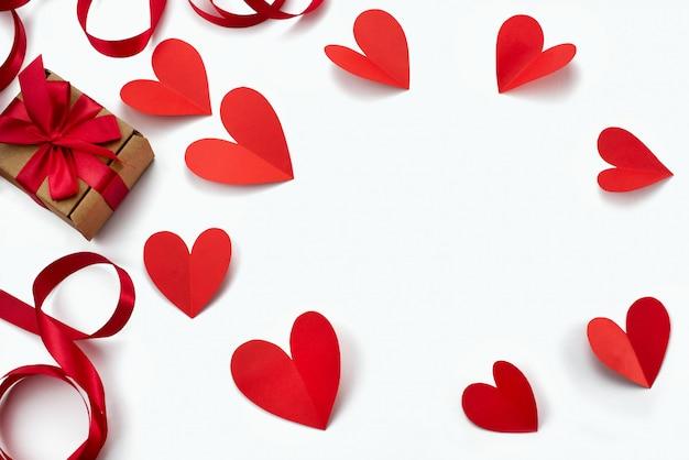 Cadre de fond blanc coeur ruban rouge Photo Premium