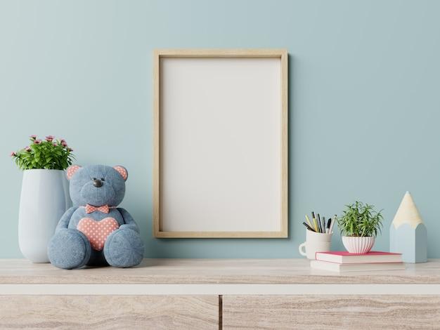 Cadre à l'intérieur de la chambre d'enfant, affiches sur un mur bleu vide. Photo Premium