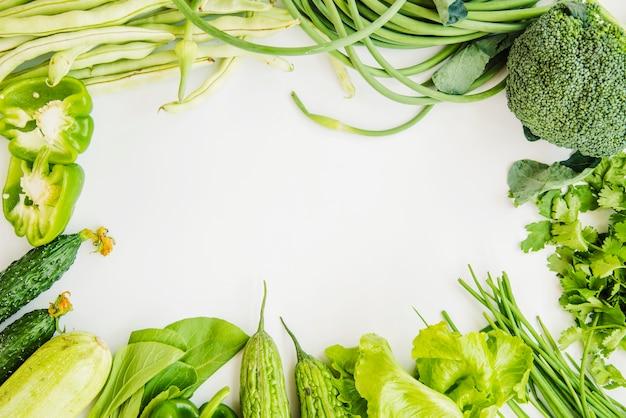 Cadre en légume vert pour écrire du texte Photo gratuit
