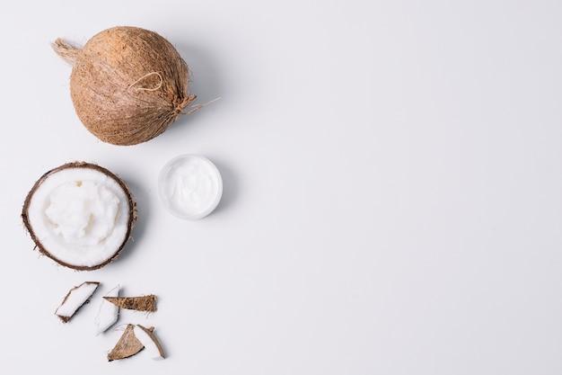 Cadre lumineux de produits de noix de coco Photo gratuit