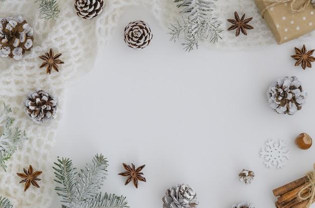 Cadre De Noël Nouvel An 2019. Cadeau De Noël à La Main. Photo Premium