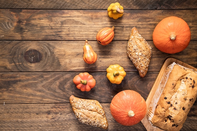 Cadre de nourriture plat poser sur fond en bois Photo gratuit