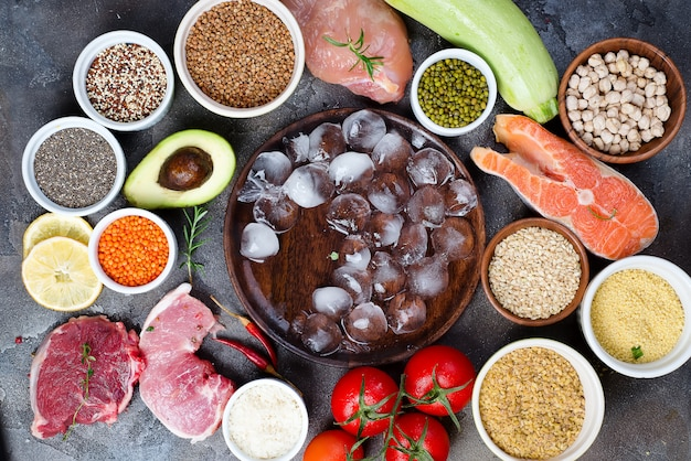 Cadre de la nourriture saine sélection de manger sainement incluant certaines protéines empêche Photo Premium