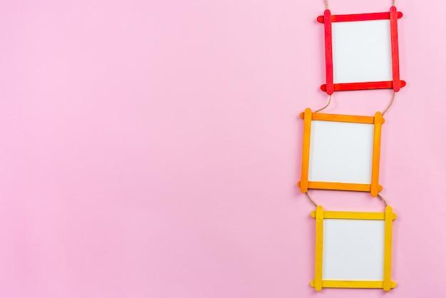 Cadre photo blanc en bâtons de bois popsicle Photo Premium