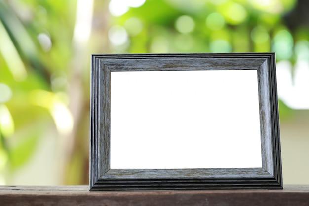 Cadre photo moderne placé sur un plancher en bois. Photo Premium