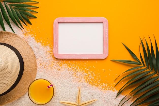 Cadre photo plat avec concept de plage Photo gratuit