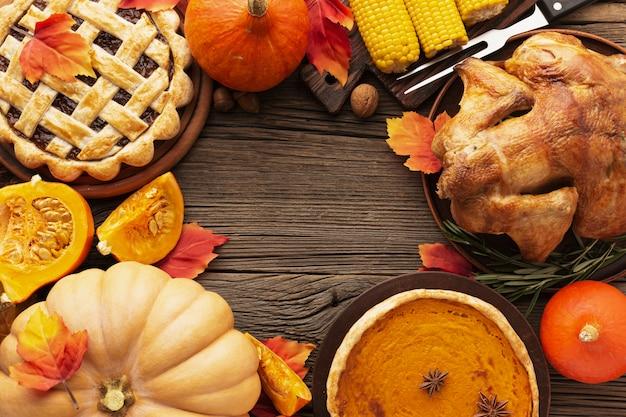 Cadre Plat Posé Avec Une Délicieuse Nourriture De Thanksgiving Photo gratuit