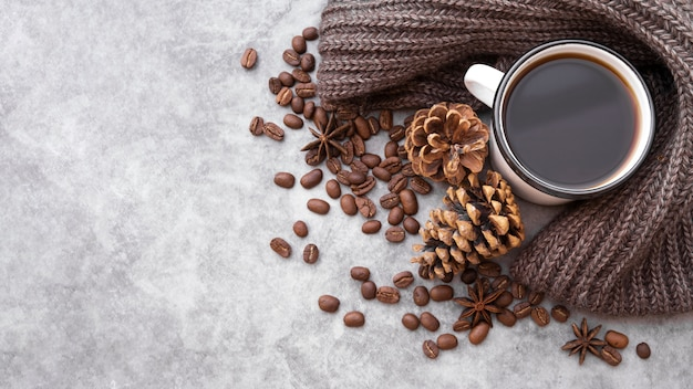 Cadre plat avec tasse à café et espace de copie Photo gratuit