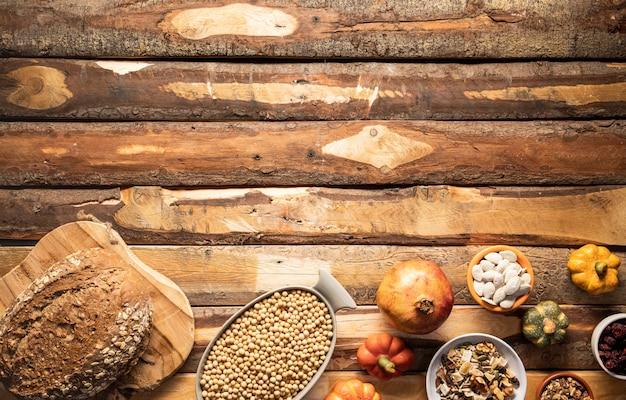Cadre de plats traditionnels d'automne à plat Photo gratuit