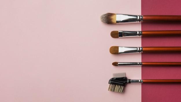 Cadre De Pose Plat Avec Pinceaux De Maquillage Et Espace De Copie Photo gratuit