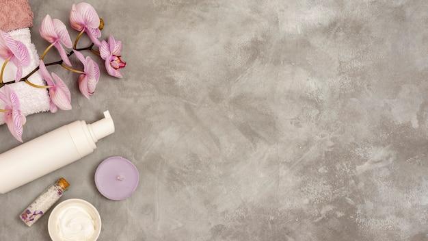 Cadre de spa plat laïque sur fond de stuc Photo gratuit