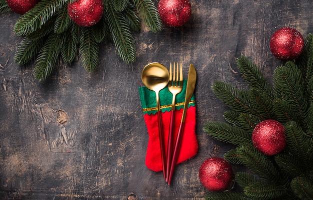 Cadre de table de noël avec décor rouge Photo Premium