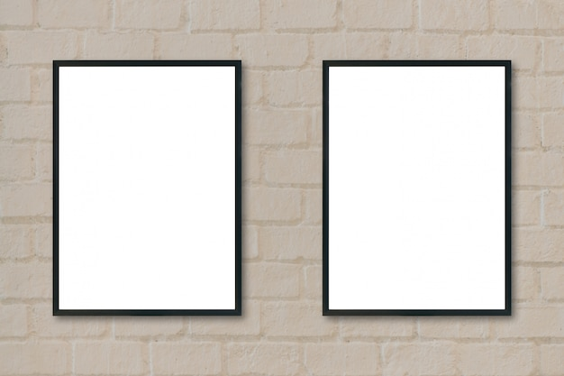 Cadres noirs suspendus à un mur Photo gratuit