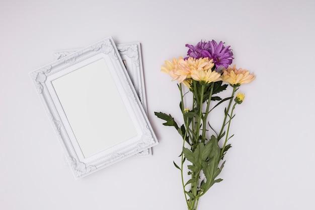 Cadres Ornementaux Blancs Sur Fond Blanc Photo gratuit